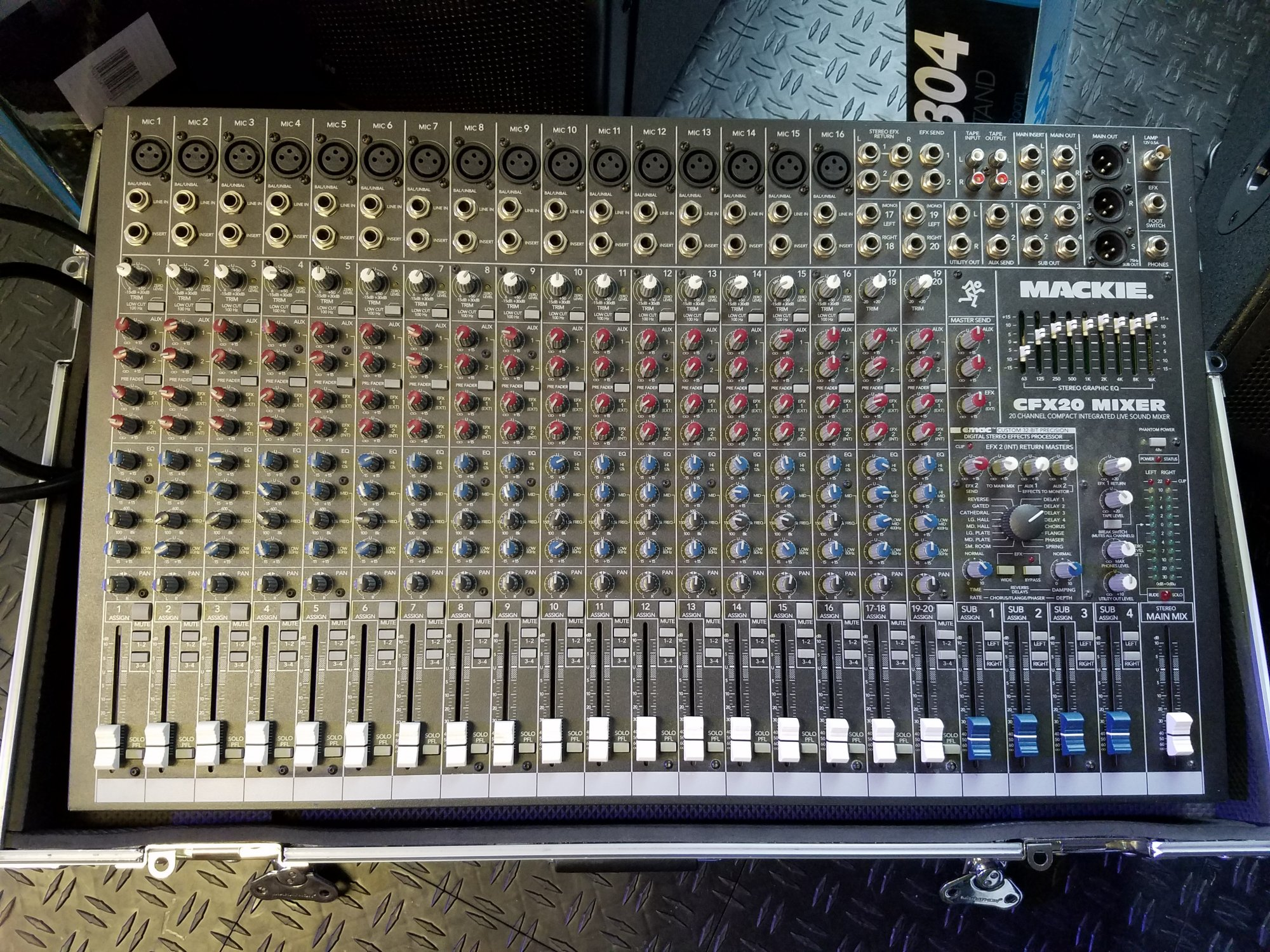 Used Mackie CFX20 Mixer with Roadcase