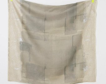 Wildflower in Grey (Linen Canvas Fabric) by Nani Iro from the 2017 collection for Kokka #KOKJG10561001B