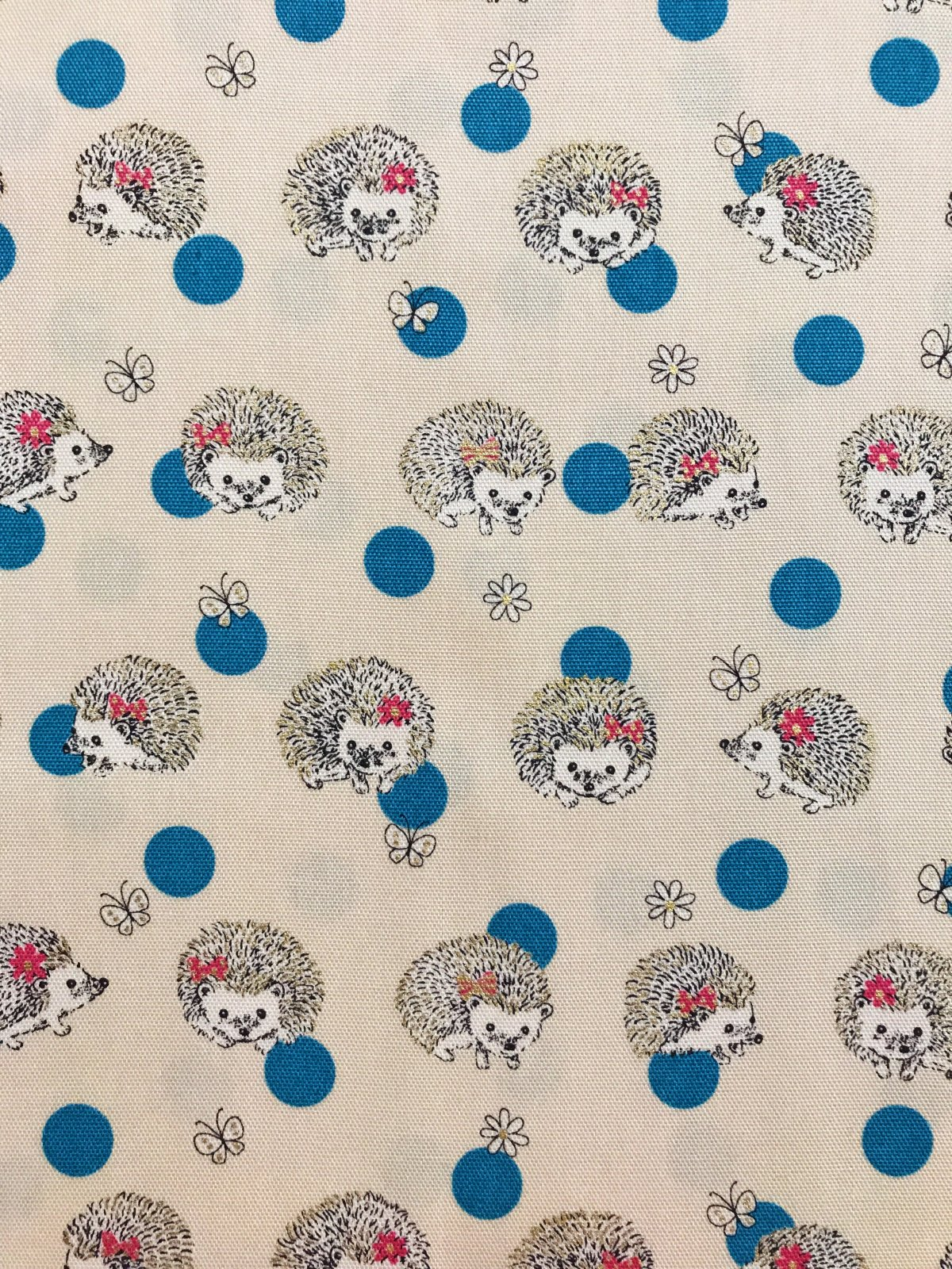 Hedgehogs in Natural Aqua Dots (Light Canvas Fabric) for Kokka #LO-31050-1A