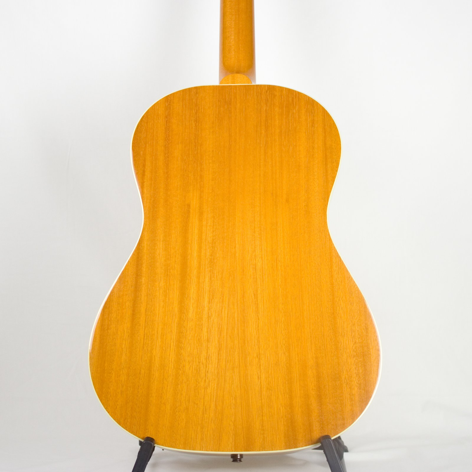 Mahogany for a warm-balanced tone