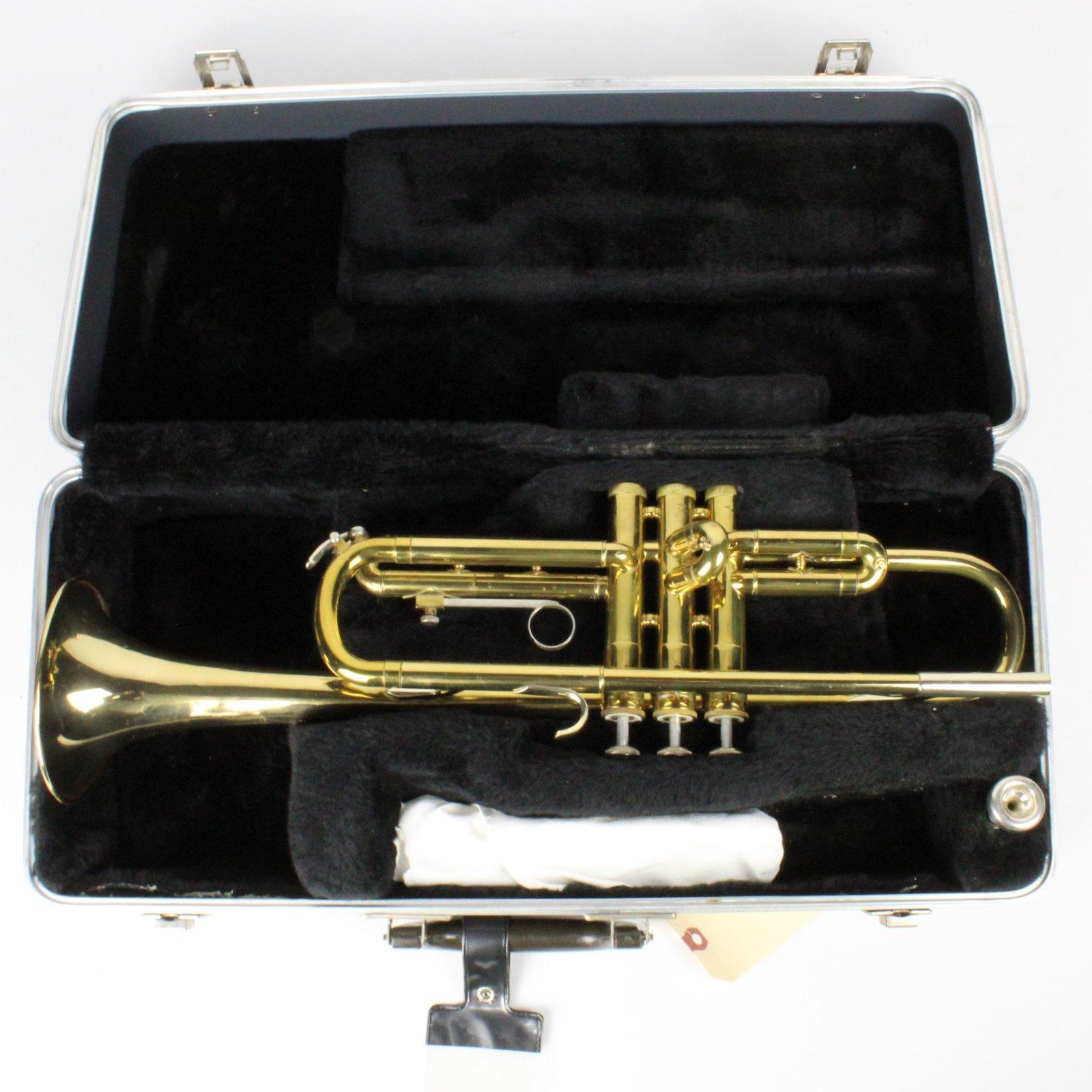 Selmer Bundy ML Trumpet w/ Case & Yamaha 11B4 Mouthpiece
