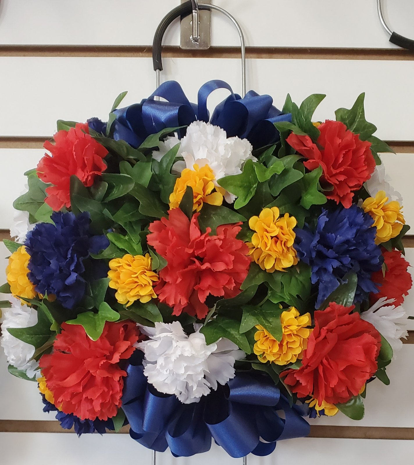 Small memorial grave stone saddle - red/blue