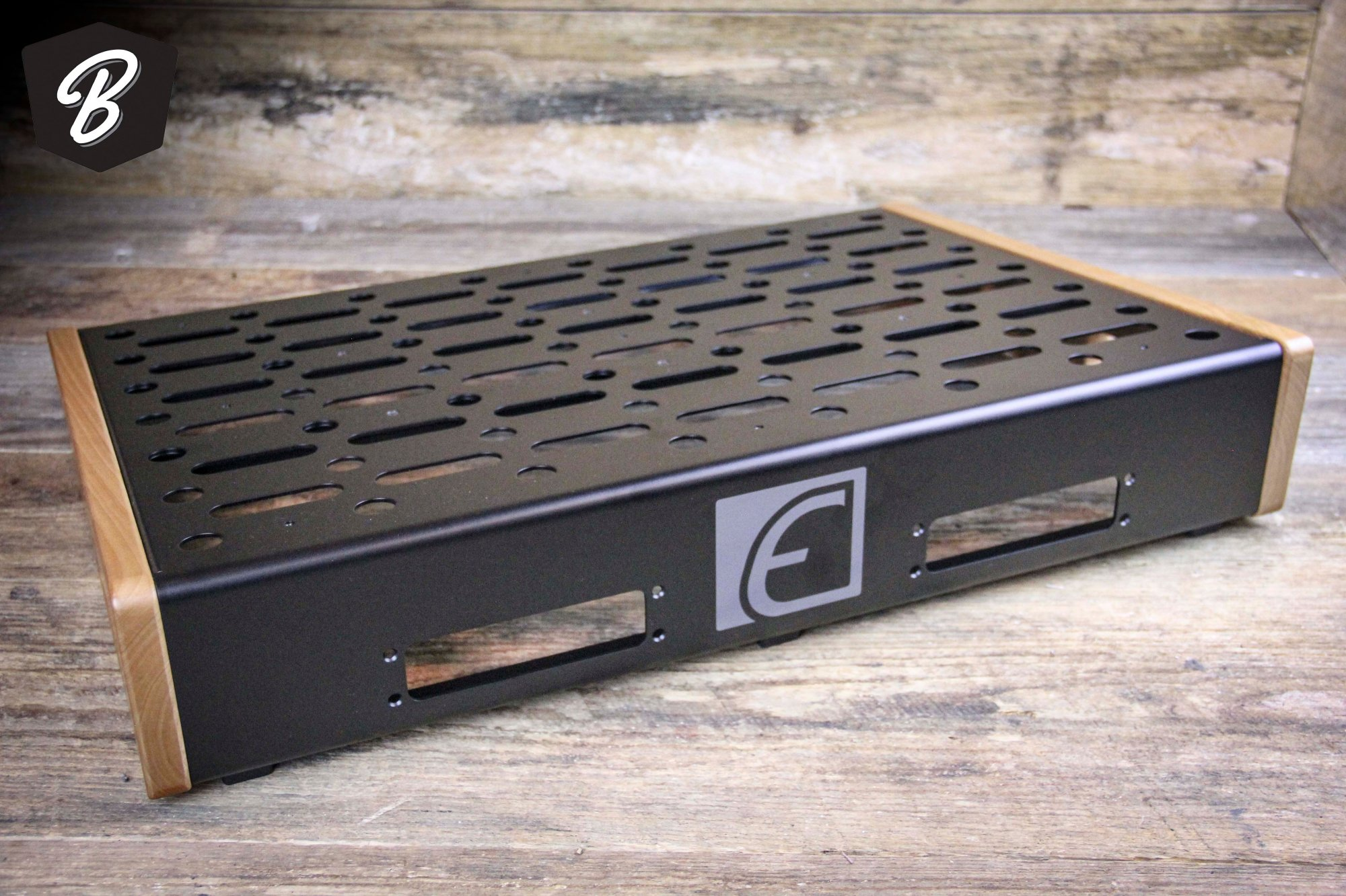 EMERSON -18X24 PEDALBOARD - EXTRA LARGE