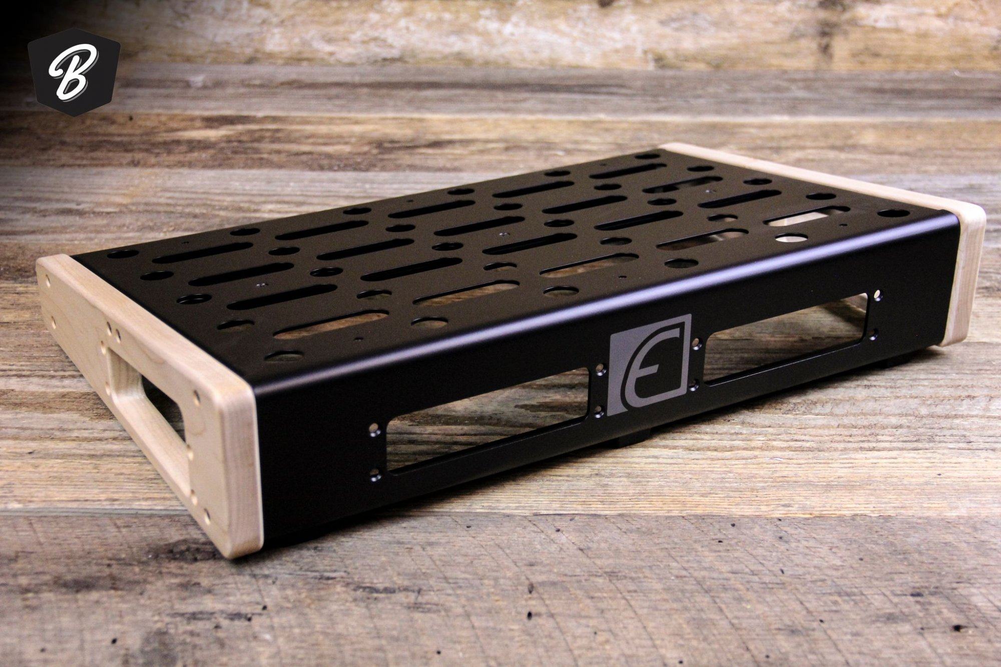 EMERSON - 12X18 PEDALBOARD -SMALL w/Maple Sides