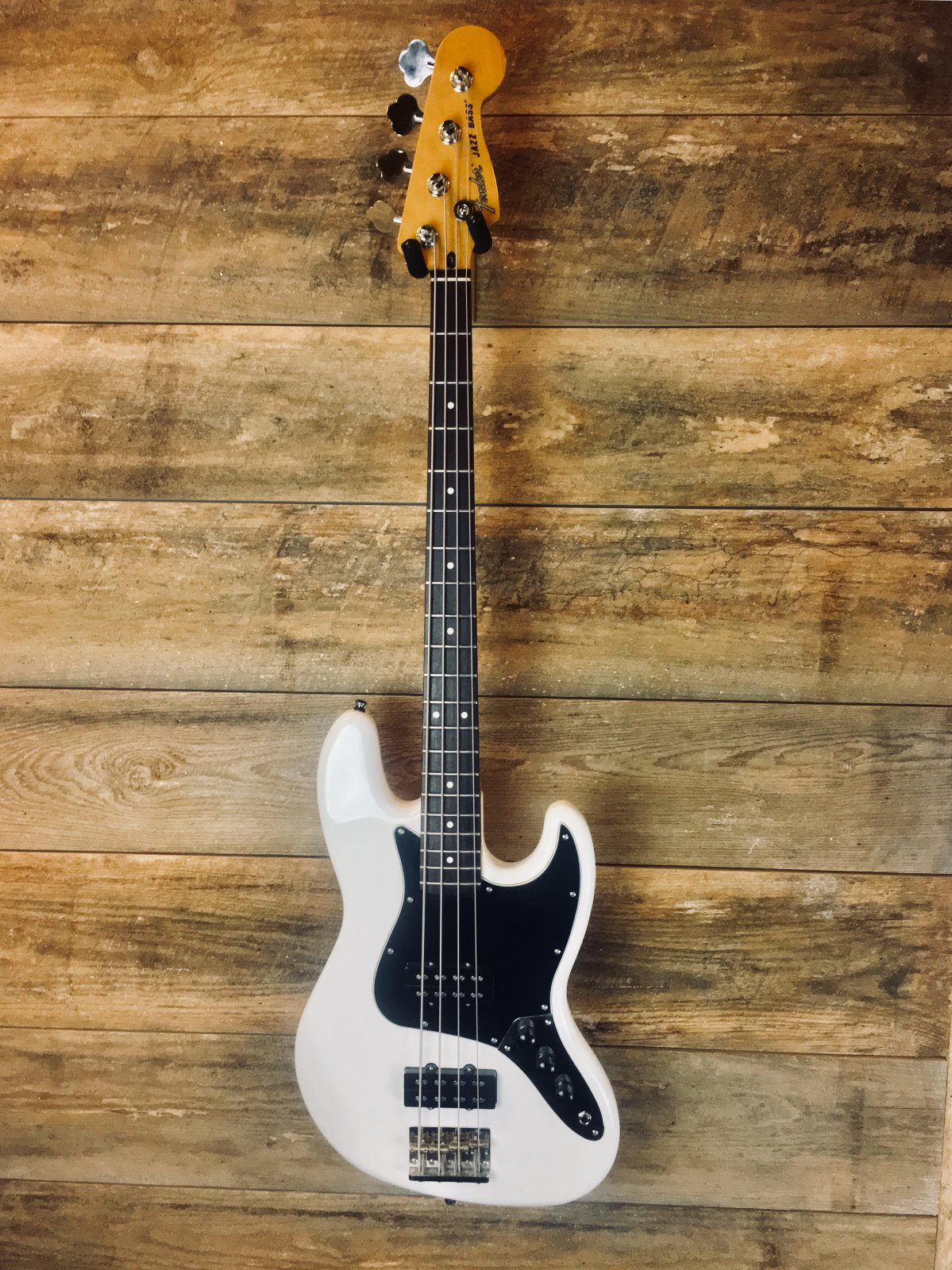 Used Fender Modern Player Series Jazz Bass- White
