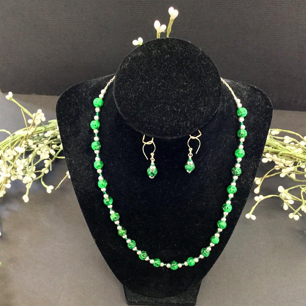 37-jade/sterling set (18 in necklace/earrings)