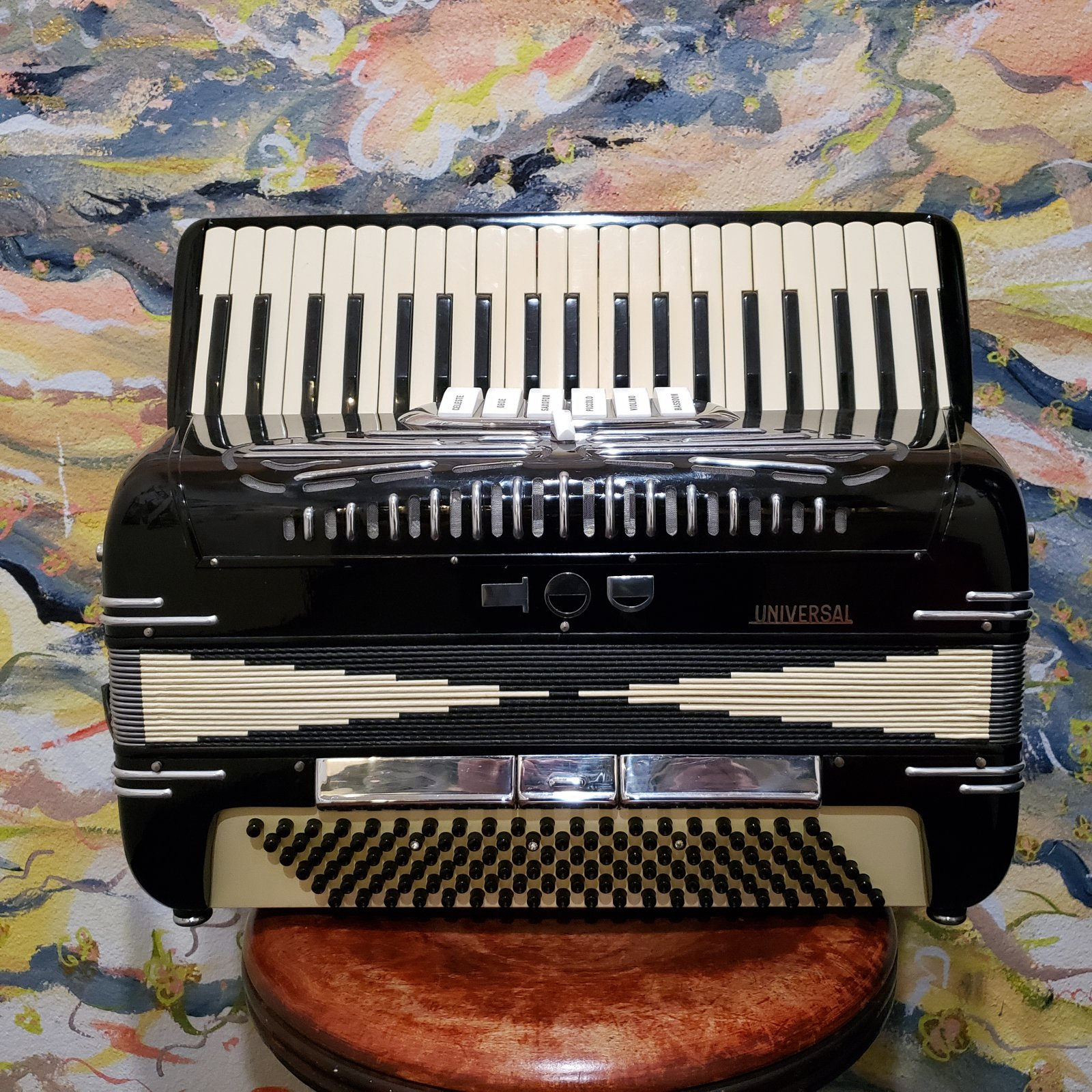 Universal Vintage Keyboard Accordion w/ Hardcase (Made in Italy)