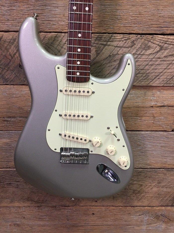 Used Fender MIM Robert Cray Strat W/Case