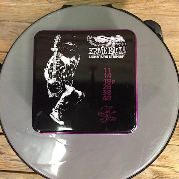 Ernie Ball PO 3820 Slash Signature String Set (3 Pack Tin)