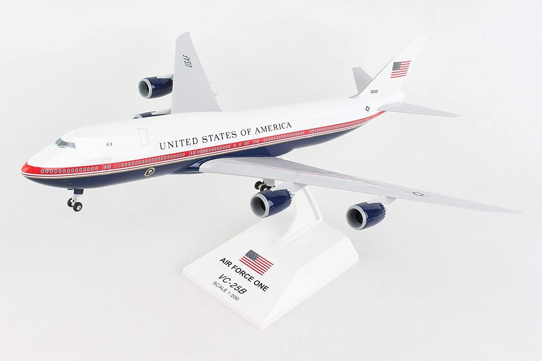 Daron Skymarks Air Force One 747-8I 1/200 W/GEAR