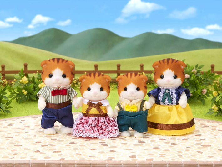Maple Cat Family by Calico Critters