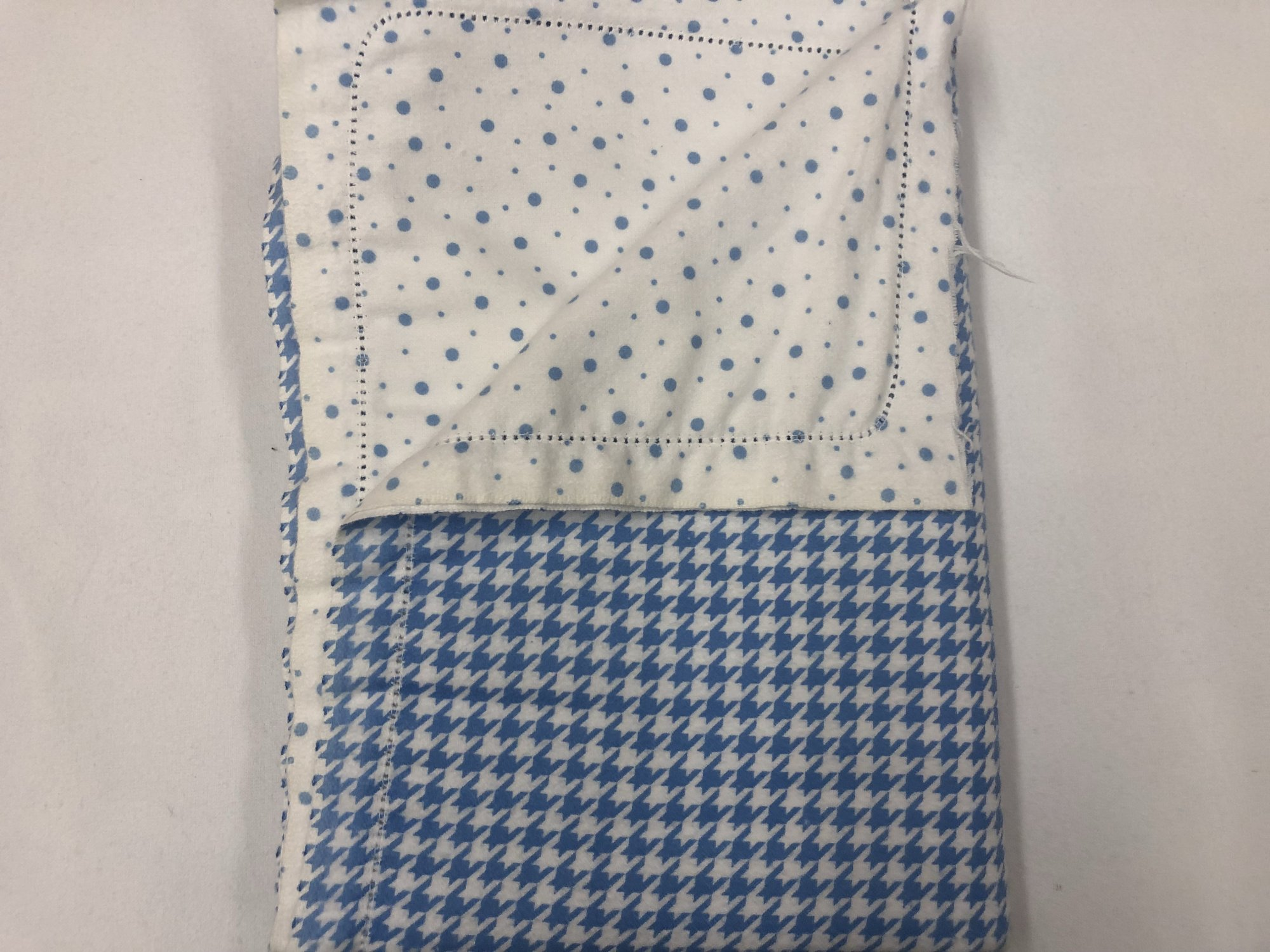 Blue and white houndstooth/Blue dots on white background