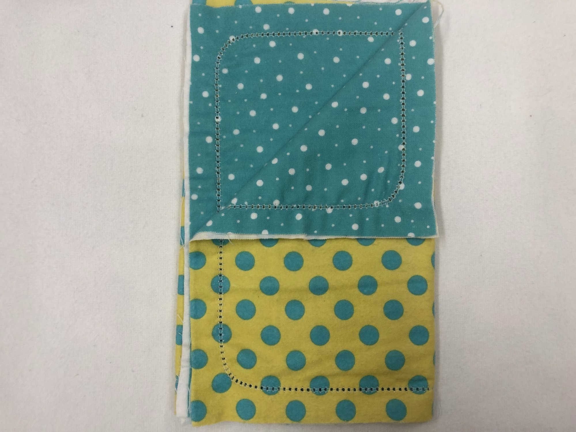 Blue dots on yellow background/ White dots on blue background burp