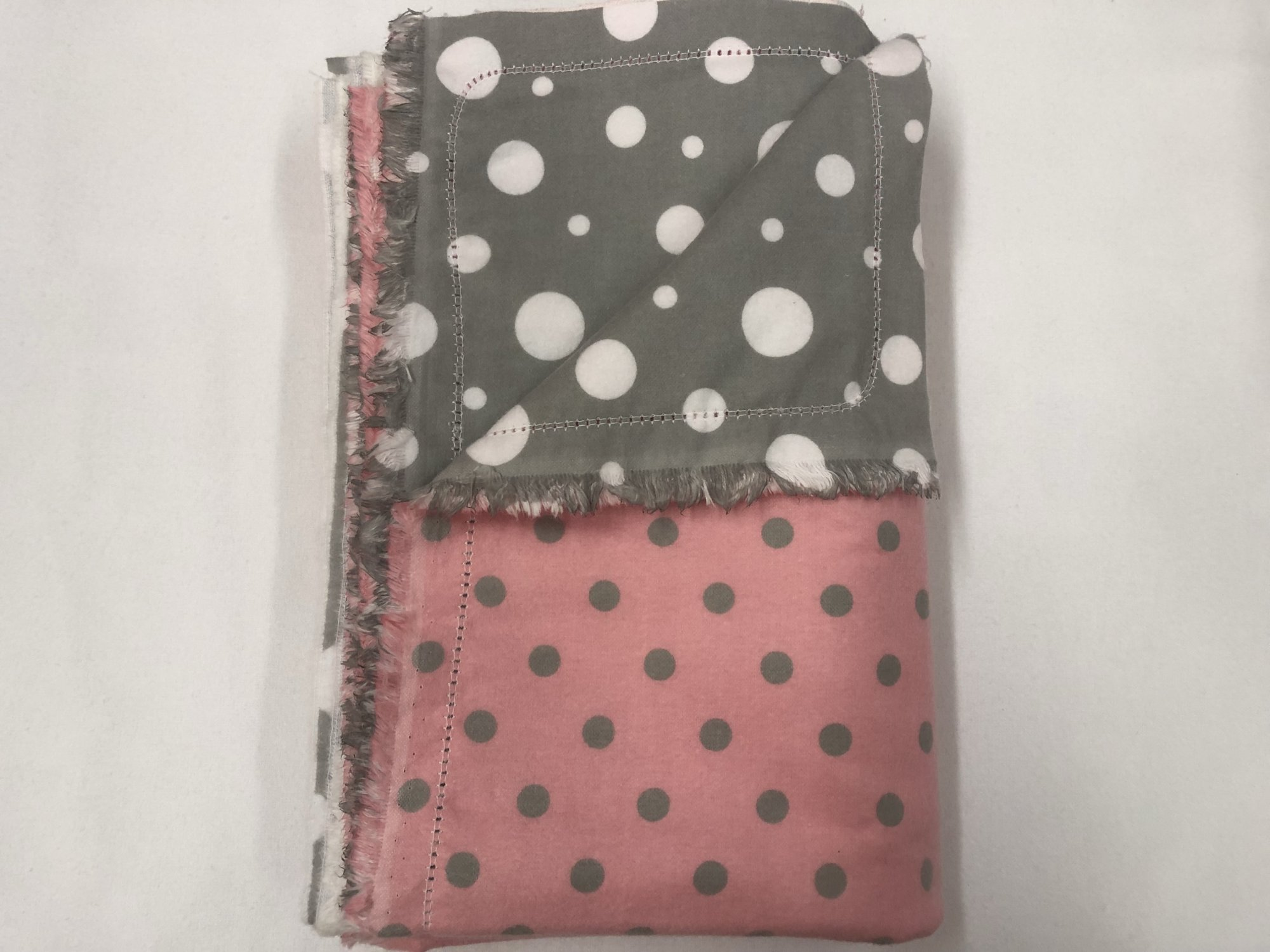 Grey dots on pink background/White dots on grey background