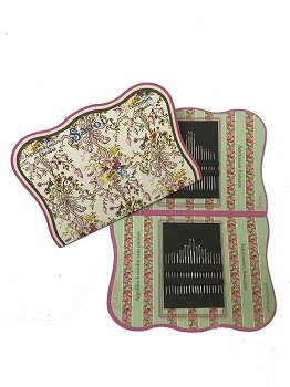SAJOU CHAMBRE DE LA REINE ASSORTMENT TAPESTRY AND SEWING NEEDLES
