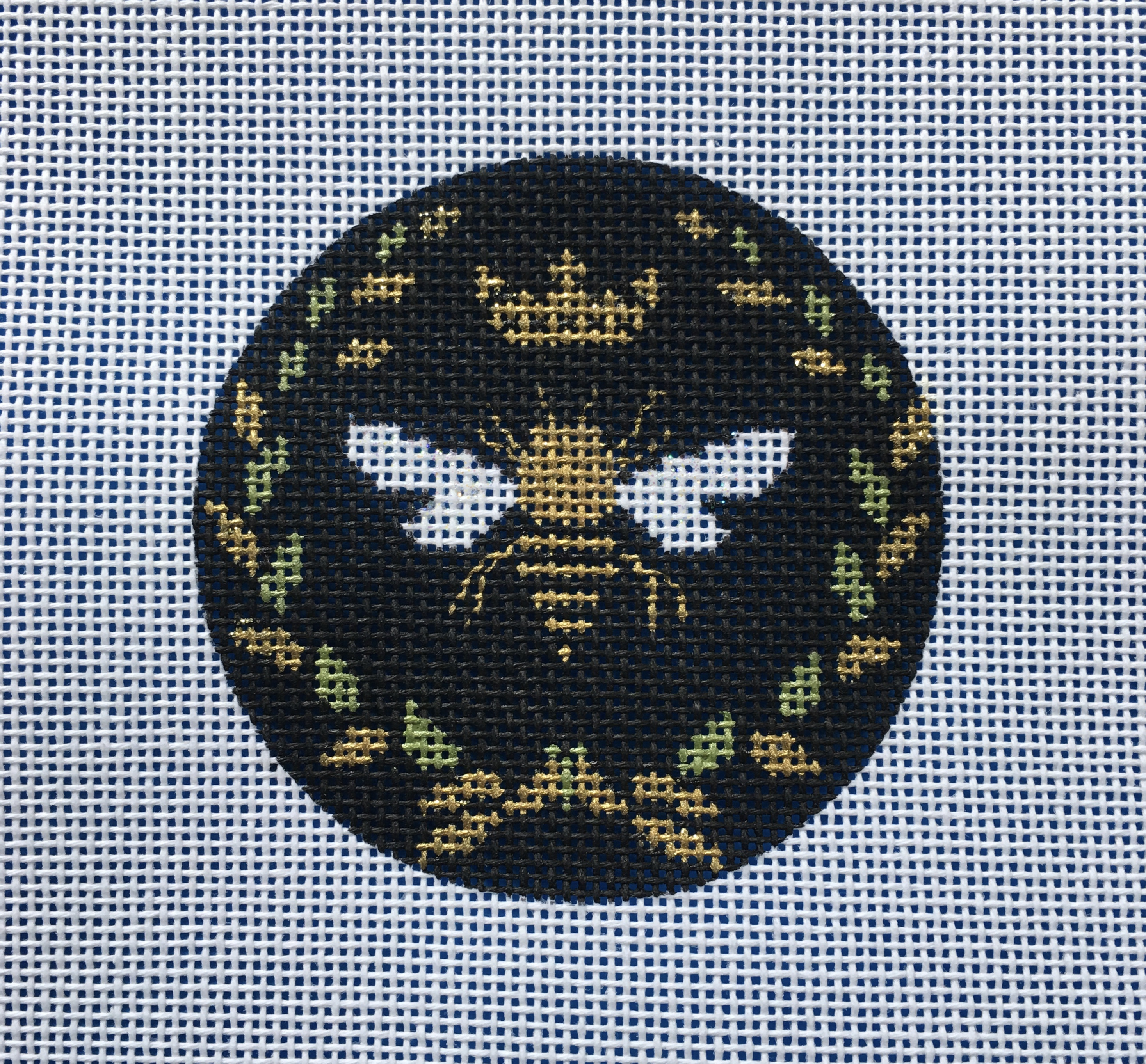 Queen Bee Round - Black