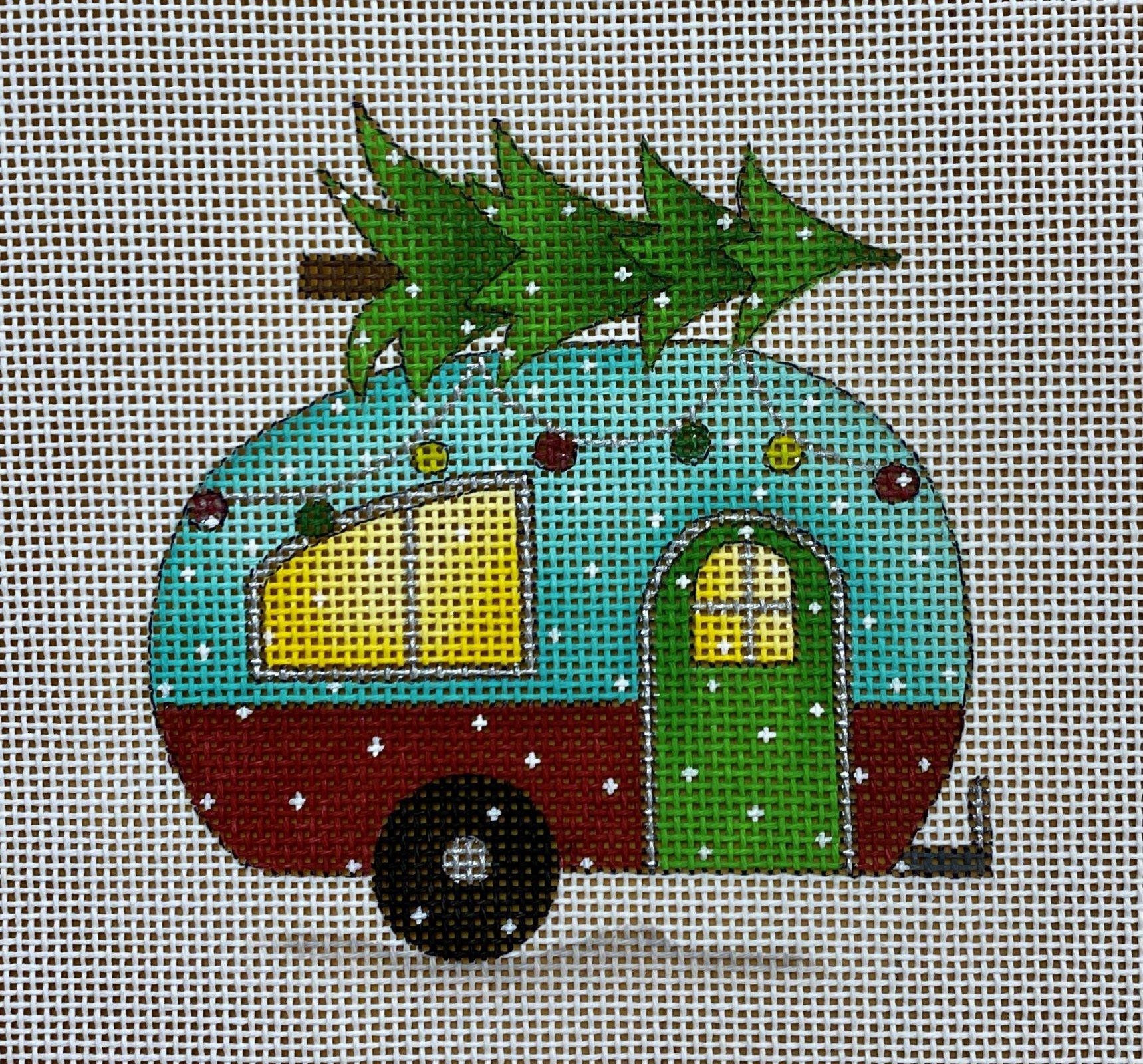 camper w christmas tree
