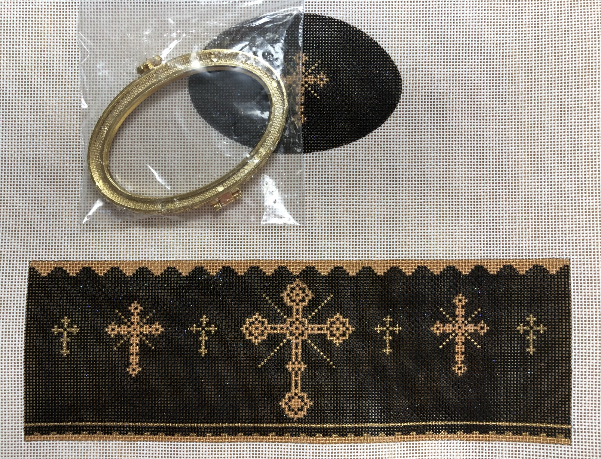 crosses hinged box, black
