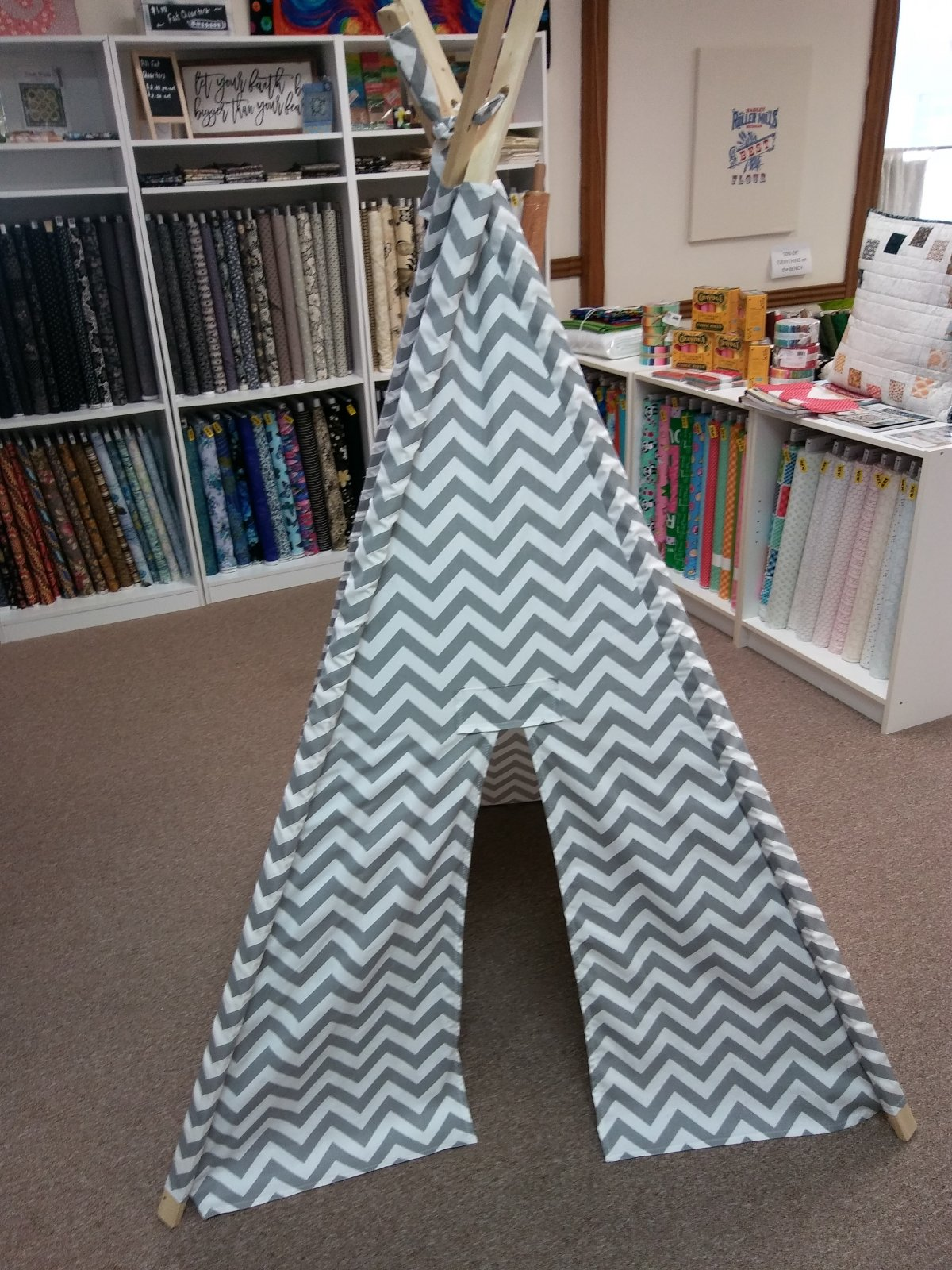 Children's 40 Chevron Teepee Play Tent