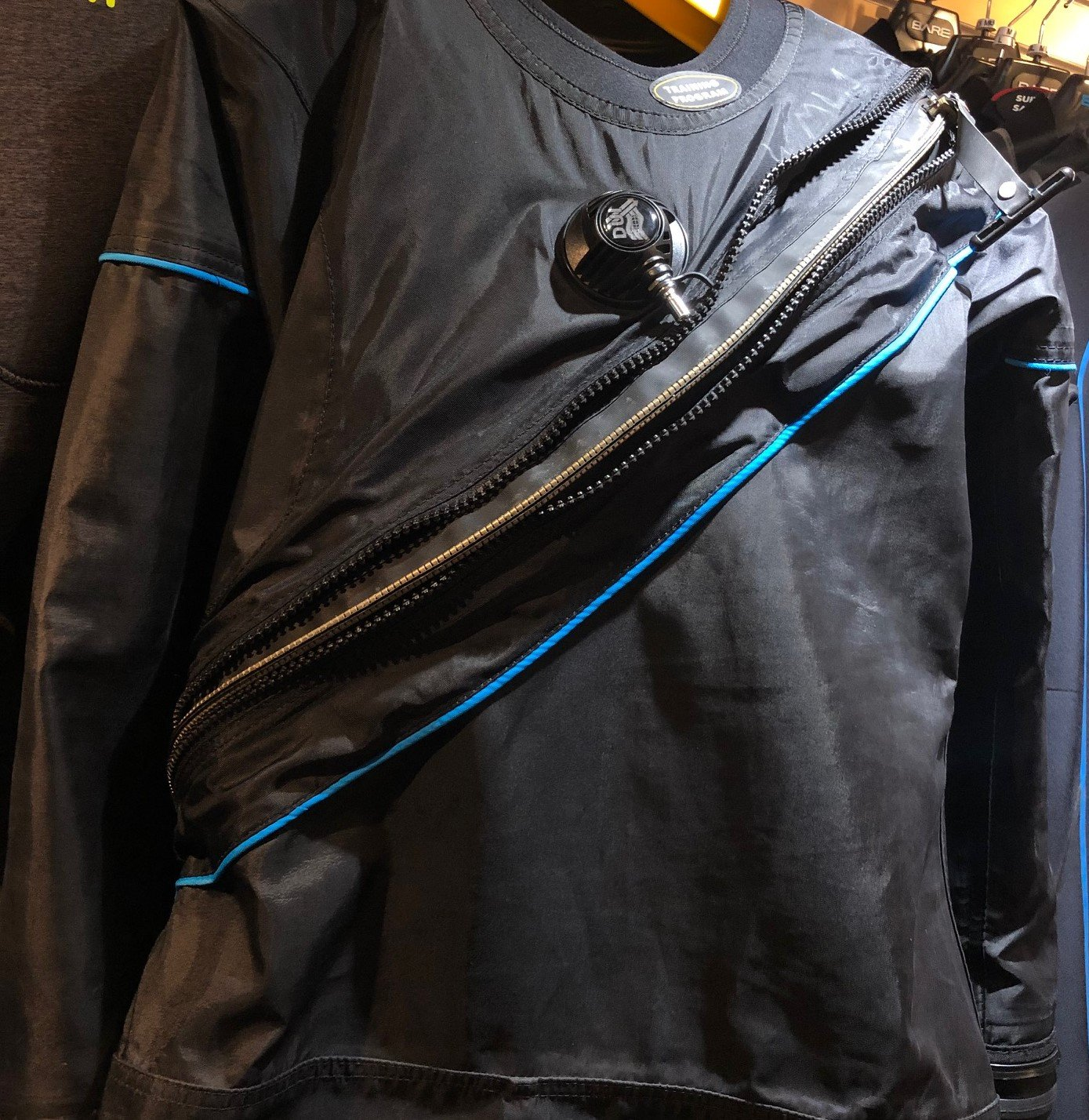USED DUI TLS350QZ Women's ML Drysuit