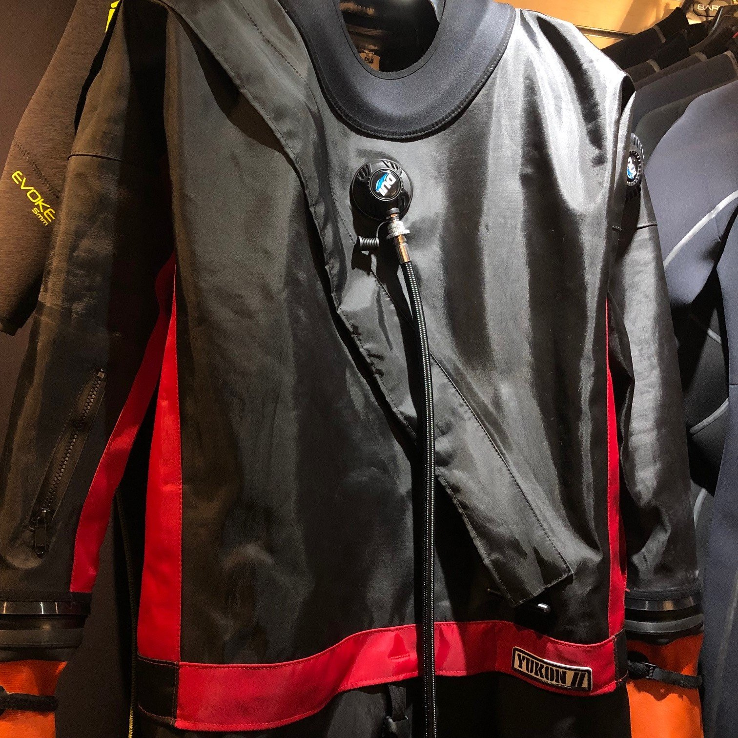 USED DUI YUKON II w/Red Accent Men's LS Drysuit