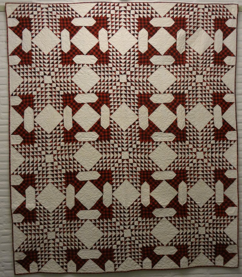 FOUR TREES POINTING INWARD ANTIQUE QUILT