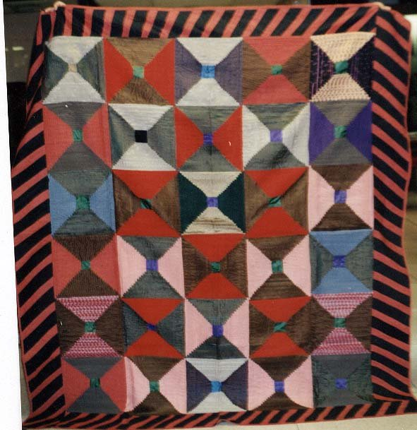 LOG CABIN PLEATED BOWTIE  ANTIQUE QUILT