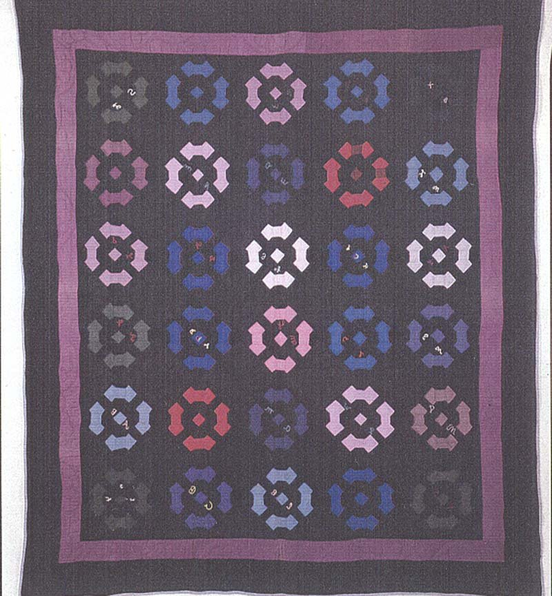 AMISH BOWTIE FOUR PATCH FRIENDSHIP ANTIQUE QUILT