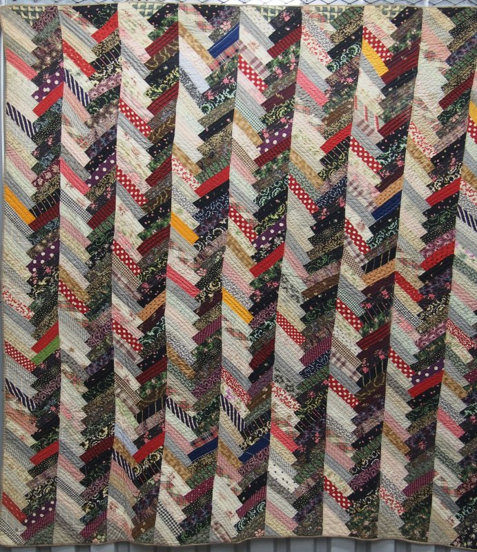 CHEVRON STRIPS ANTIQUE QUILT