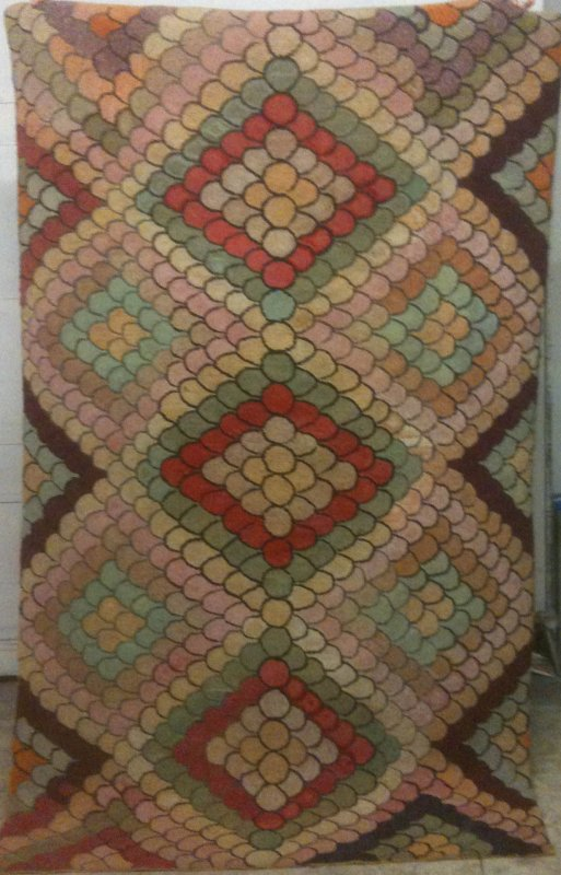 Clamshell Triple Diamonds Antique Hooked Rug
