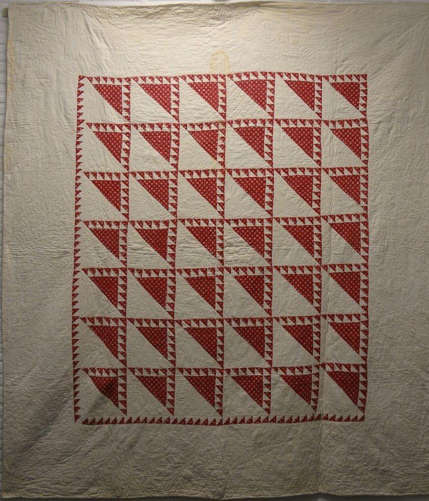 LADY OF THE LAKE ANTIQUE QUILT aka DELECTBLE MOUNTAINS red white