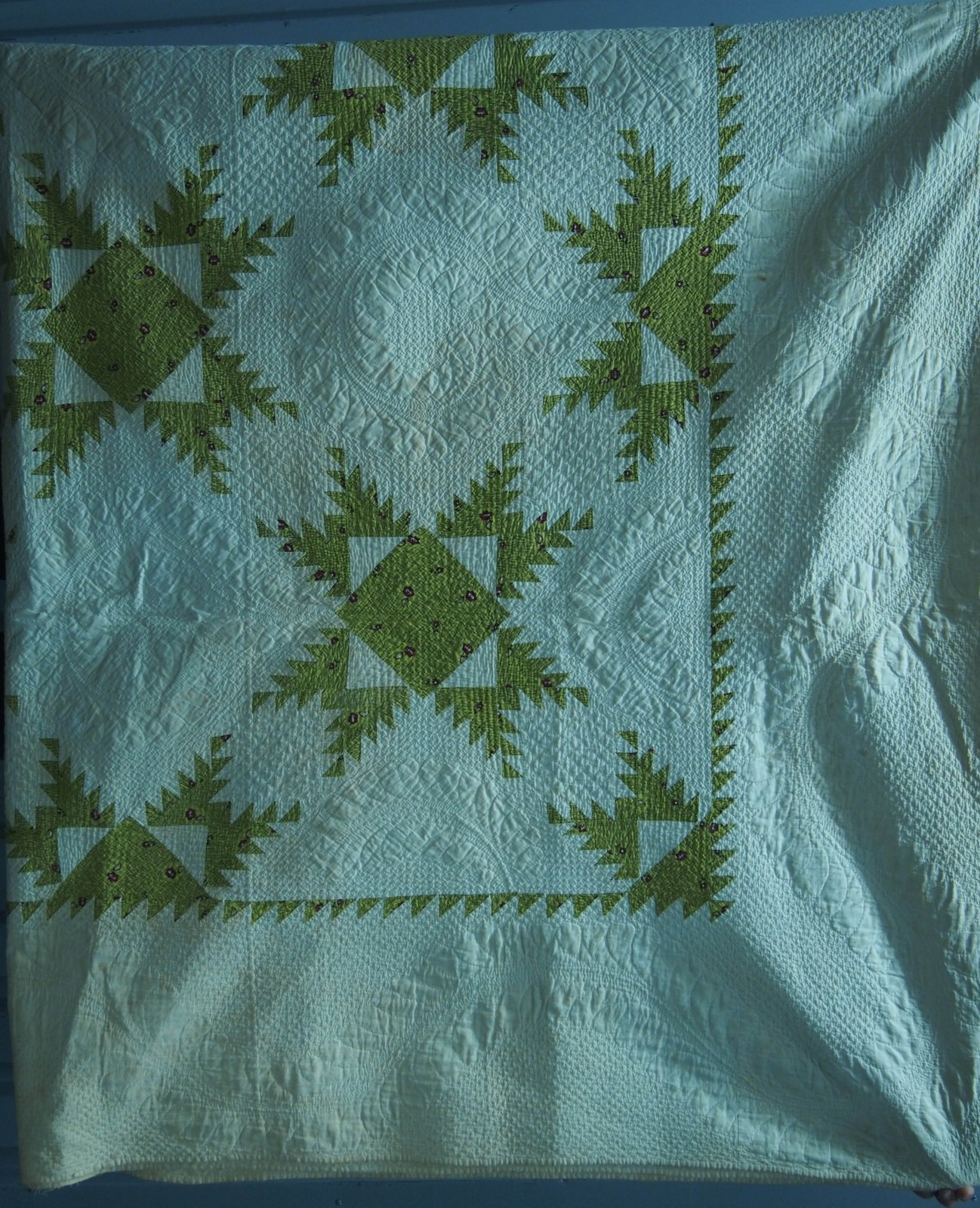 FEATHERED STARS 1860s PIECED QUILT green and white