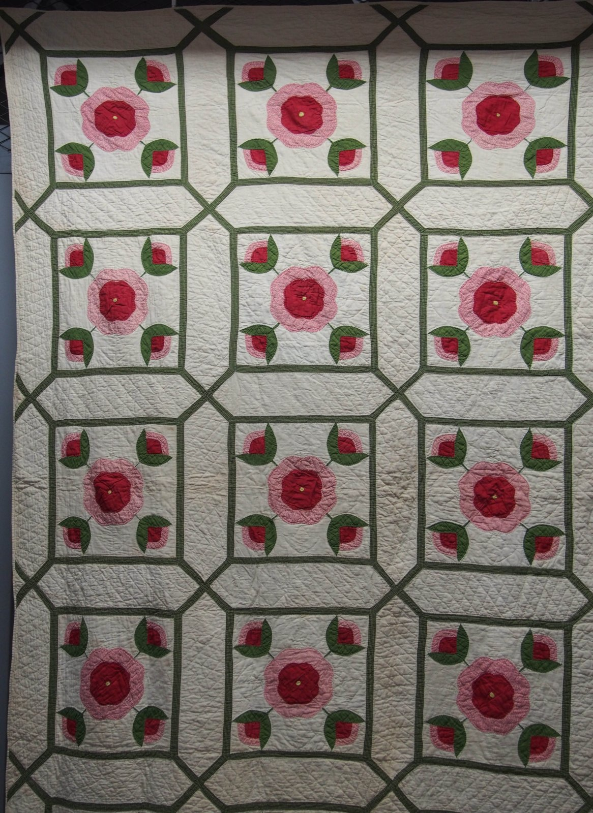 FOUNDATION ROSE IN A MAZE APPLIQUE ANTIQUE QUILT
