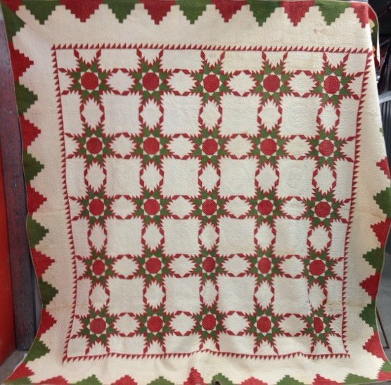 FEATHERED STARS ANTIQUE QUILT