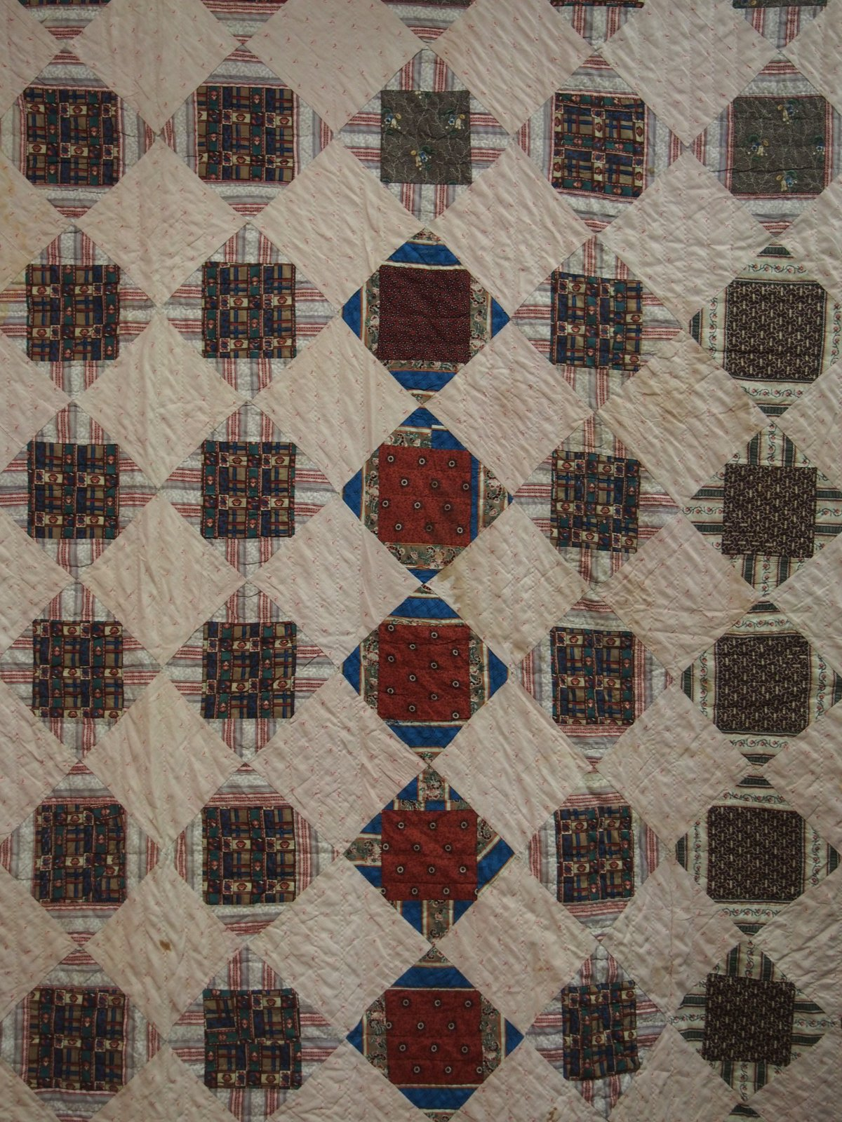 JESSE'S SQUARES OR ECONOMY PATCH CUT CORNERS ANTIQUE QUILT