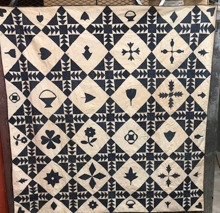 ODD FELLOWS PIECED AND APPLIQUE ANTIQUE QUILT