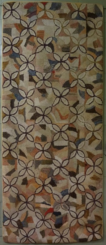 QUATREFOIL ELLIPSES ANTIQUE HOOKED RUG