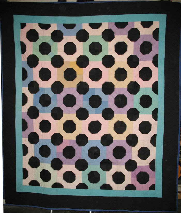 AMISH BOWTIE OCTAGONS ANTIQUE PIECED QUILT