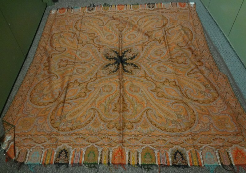 PAISLEY ANTIQUE SQUARE SHAWL golden olive hue