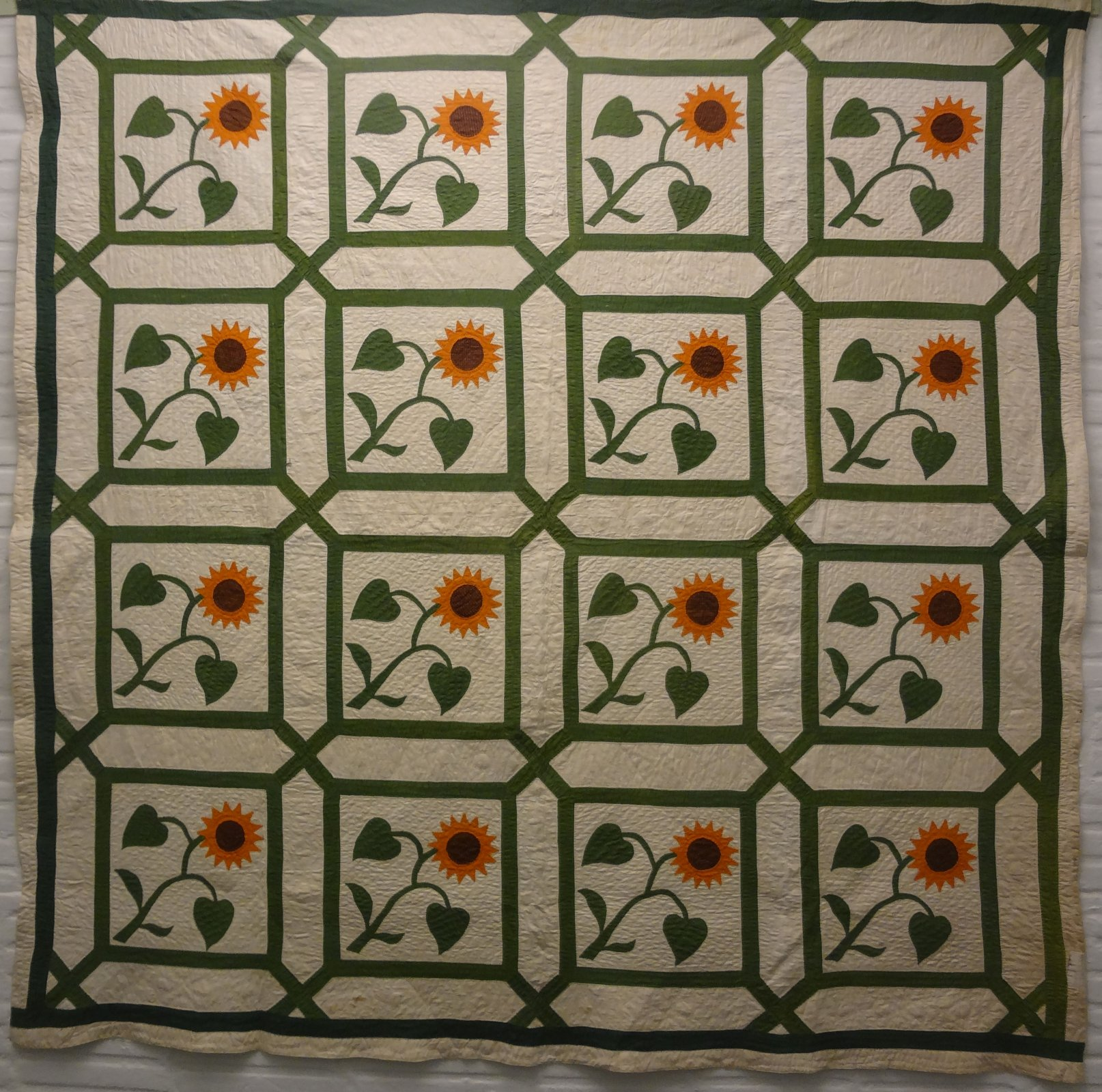 SUNFLOWERS IN A GARDEN MAZE APPLIQUE ANTIQUE QUILT