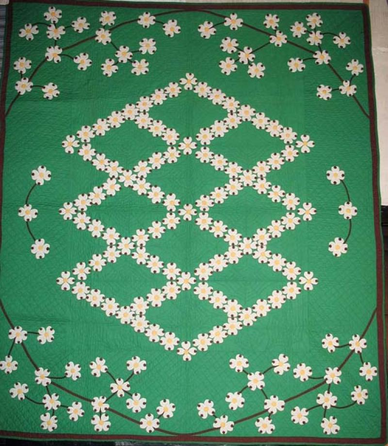 DOGWOOD APPLIQUE VINTAGE QUILT