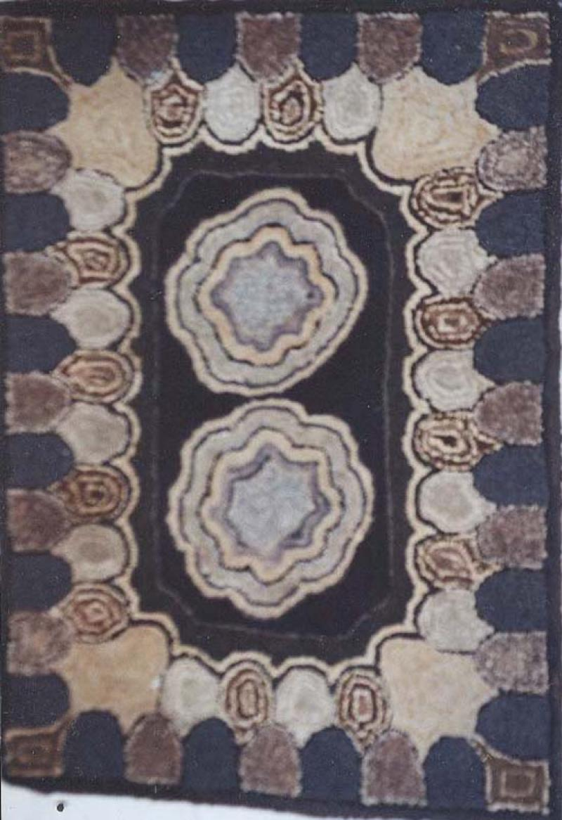 TWO ABSTRACT CIRCLES ANTIQUE HOOKED RUG