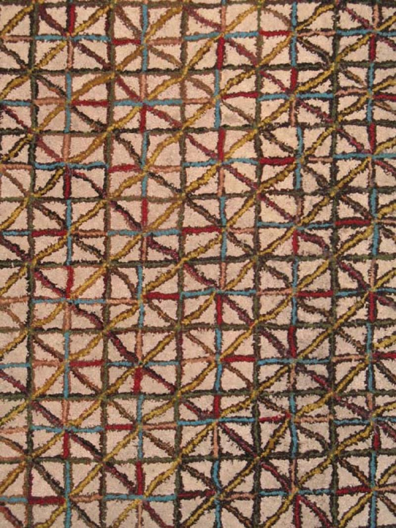 MINI-CROSSROADS PATTERN ANTIQUE HOOKED RUG