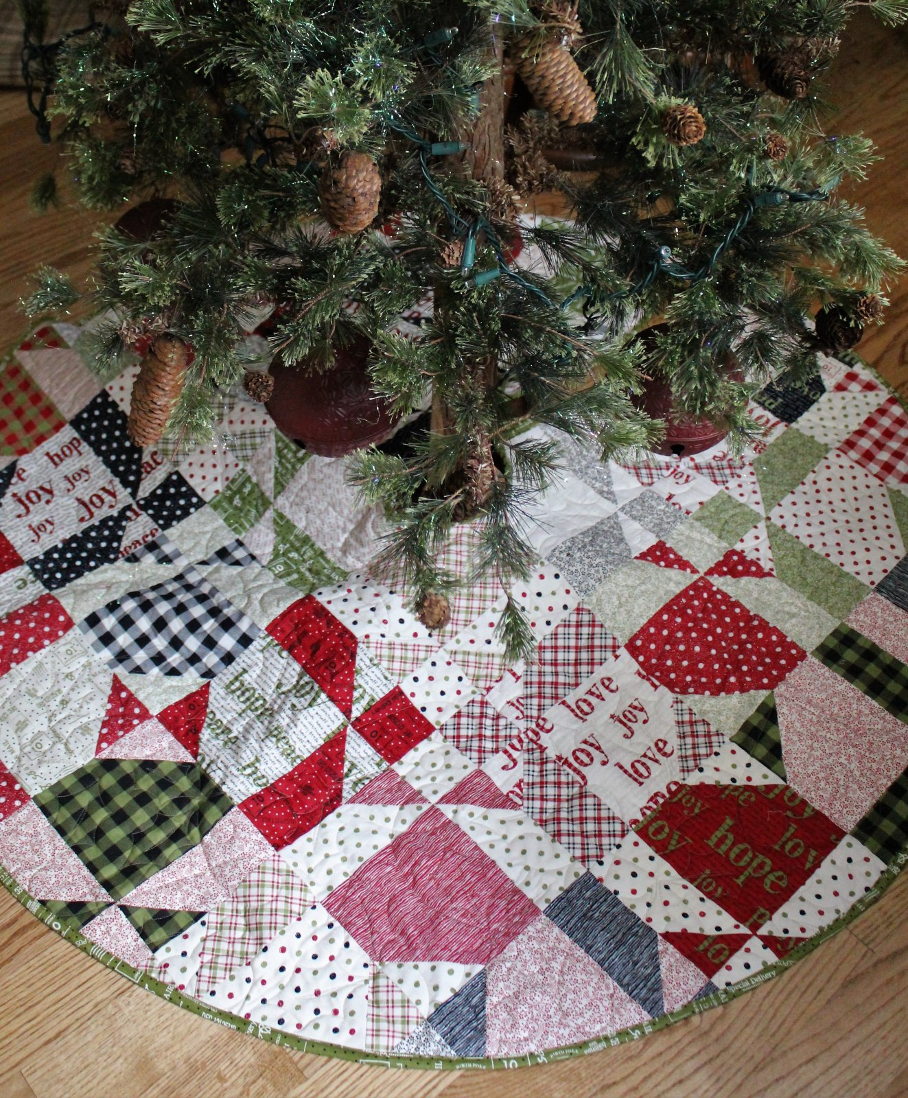 Christmas with the Tonars Tree Skirt - D