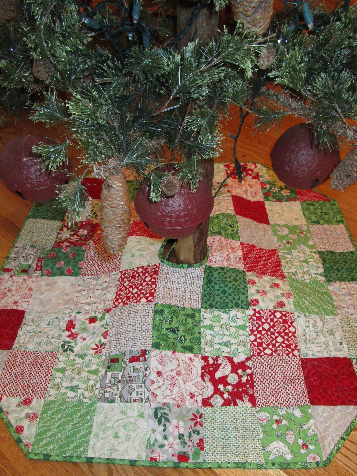 Merry Charm Tree Skirt