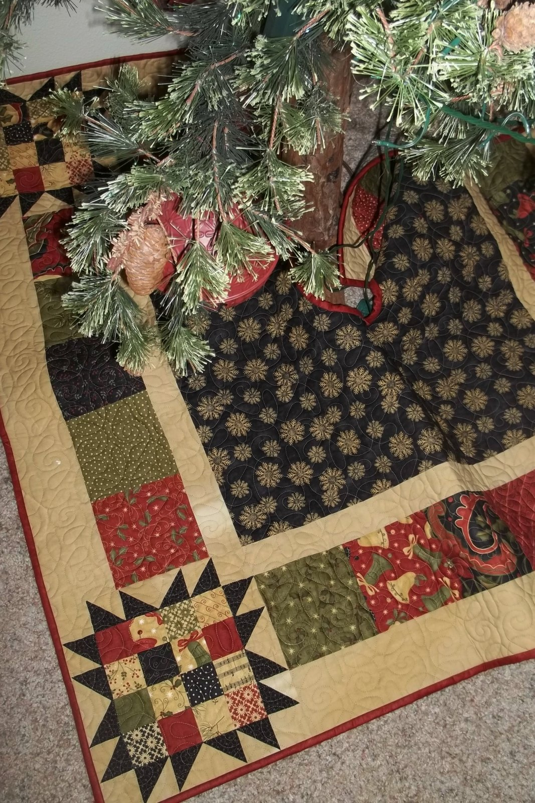 Four Patch Star Tree Skirt - D