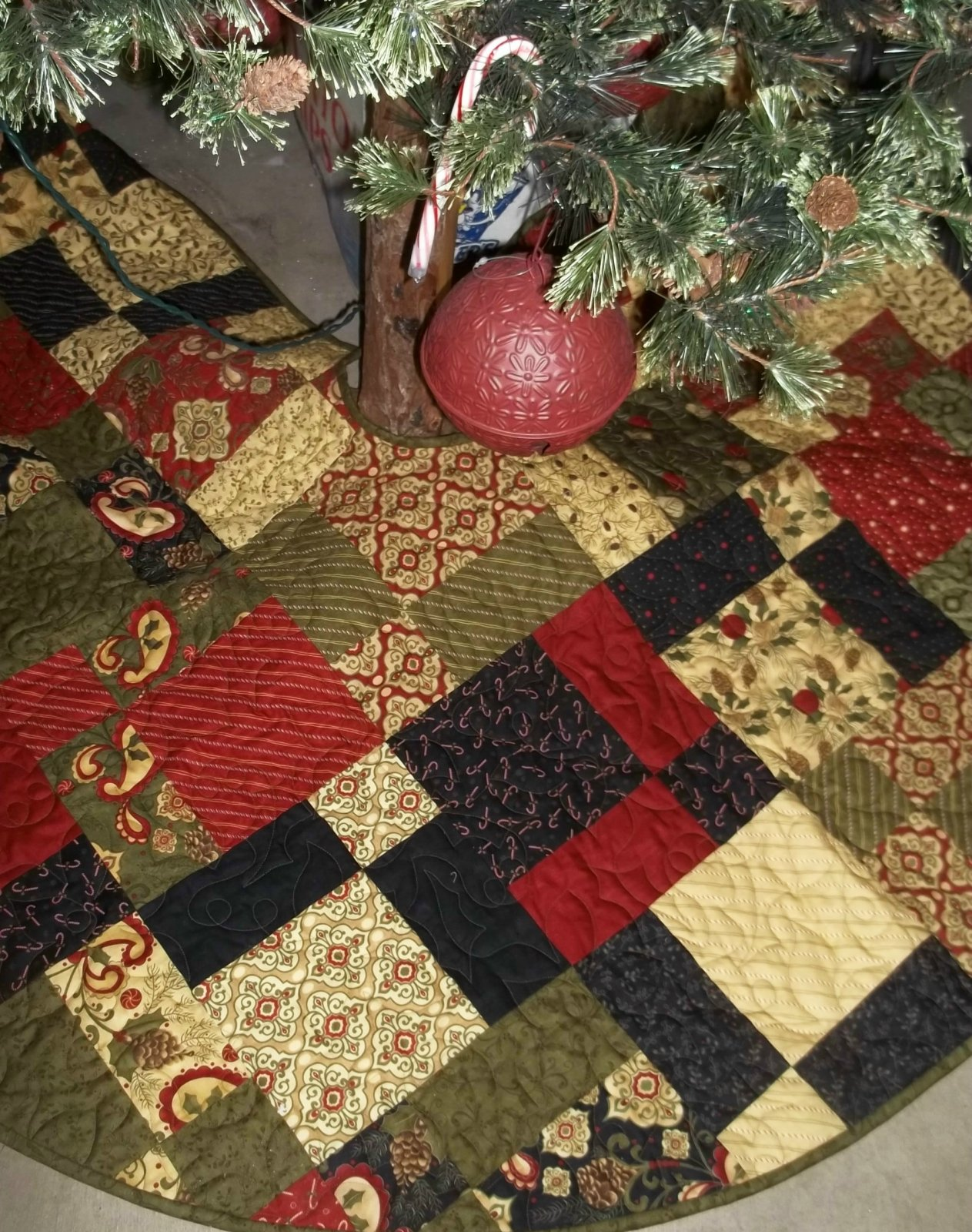 Hip Hop Christmas Tree skirt - D