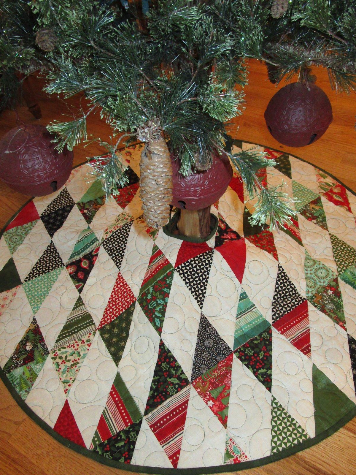 Slanted Charm Christmas Tree Skirt