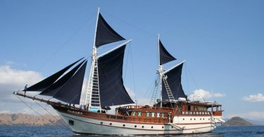 image of liveaboard indonesia