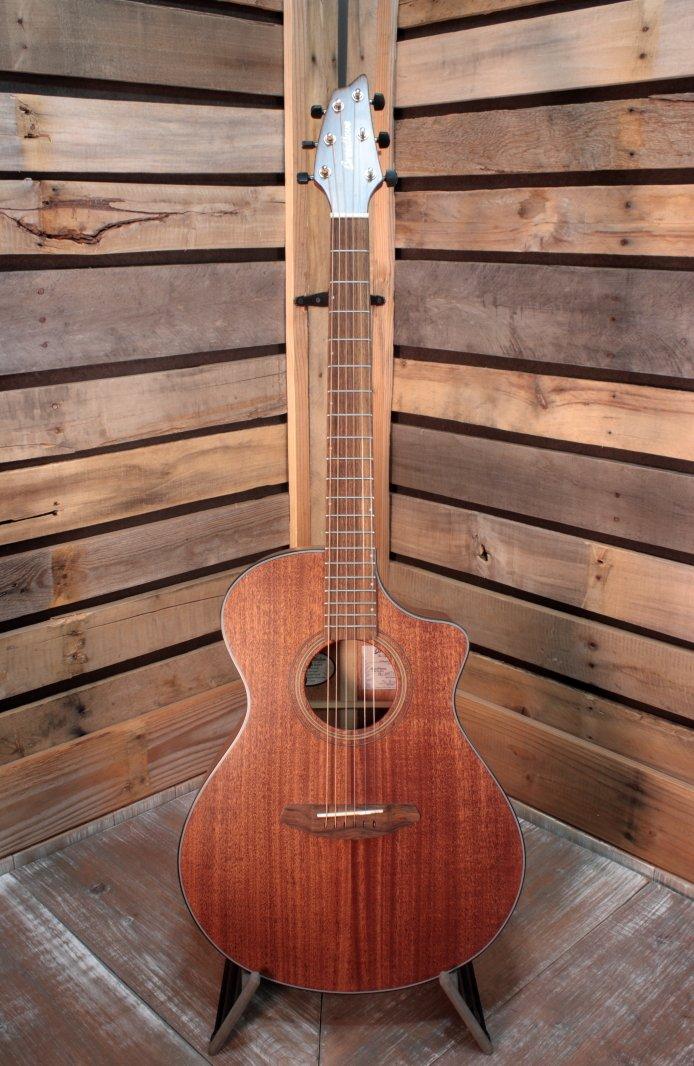 Breedlove WWCN01CEAMAM Wildwood Concert Satin CE Acoustic/Electric Guitar